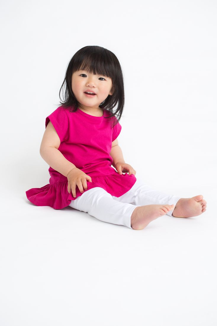Odzież dla niemowląt w Domodi to nie tylko kolorowe, bajkowe nadruki i zachwycające zdobienia, ale przede wszystkim dobrej jakości materiały i komfortowe kroje. Dlatego z powodzeniem możesz dać maluchowi to, co najważniejsze – dobrze dopasowane ubranka niemowlęce, które miękko otulą go w pierwszych miesiącach życia.