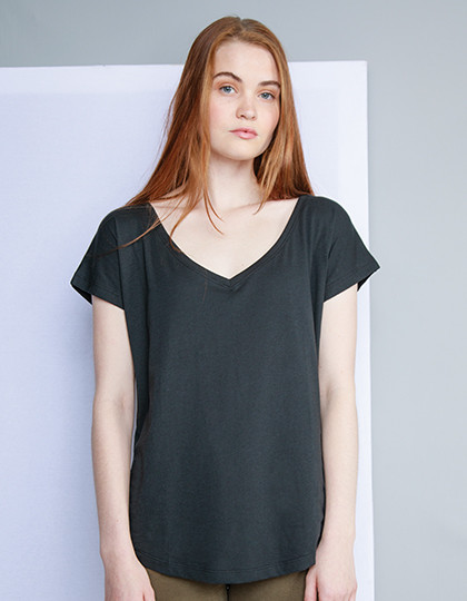 Womens Loose Fit V Neck T Mantis M147